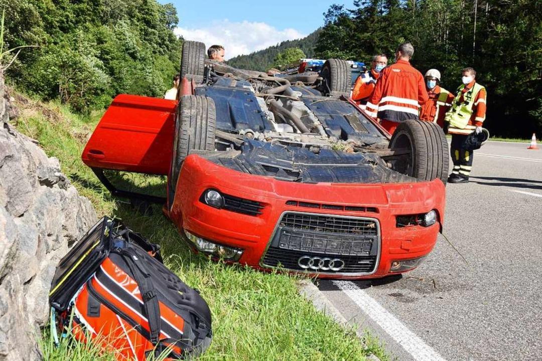 Der Audi überschlug sich bei dem Unfal...öllental zu einer Vollsperrung sorgte.  | Foto: Kamera24