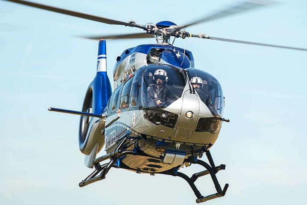 Am Dienstagabend suchte die Polizei au...inem Hubschrauber nach dem Vermissten.    Foto: Wolfram Kastl