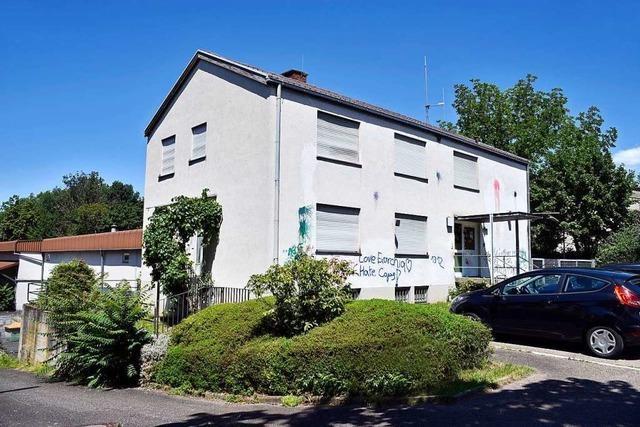 Polizei soll mehrfach besetztes Haus im Freiburger Stühlinger nutzen