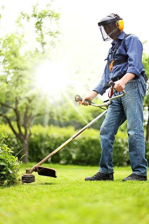 Freischneider werden oft für Rasenkanten verwendet.    Foto: RioPatuca Images (Adobe Stock)
