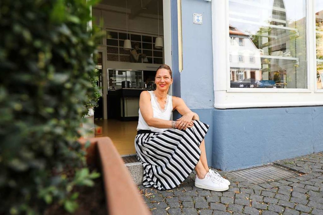Heike Neumann will die Café-Tür bald öffnen.  | Foto: Christoph Breithaupt