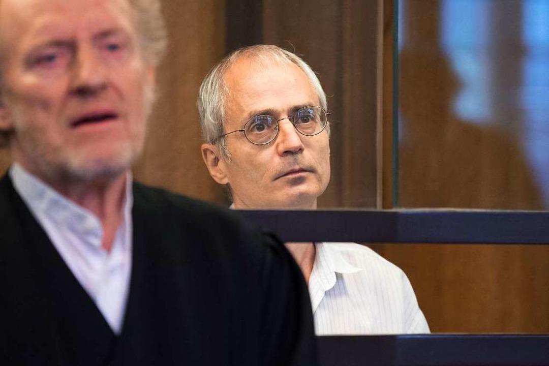 Der Angeklagte Gregor S. (rechts) und ...erliner Chefarzt Fritz von Weizsäcker.    Foto: Jörg Carstensen (dpa)
