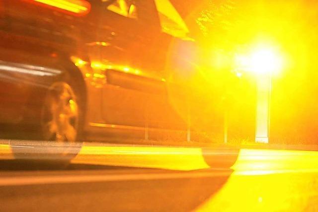 19-jähriger VW-Fahrer ist mit 190 Sachen auf der A98 unterwegs