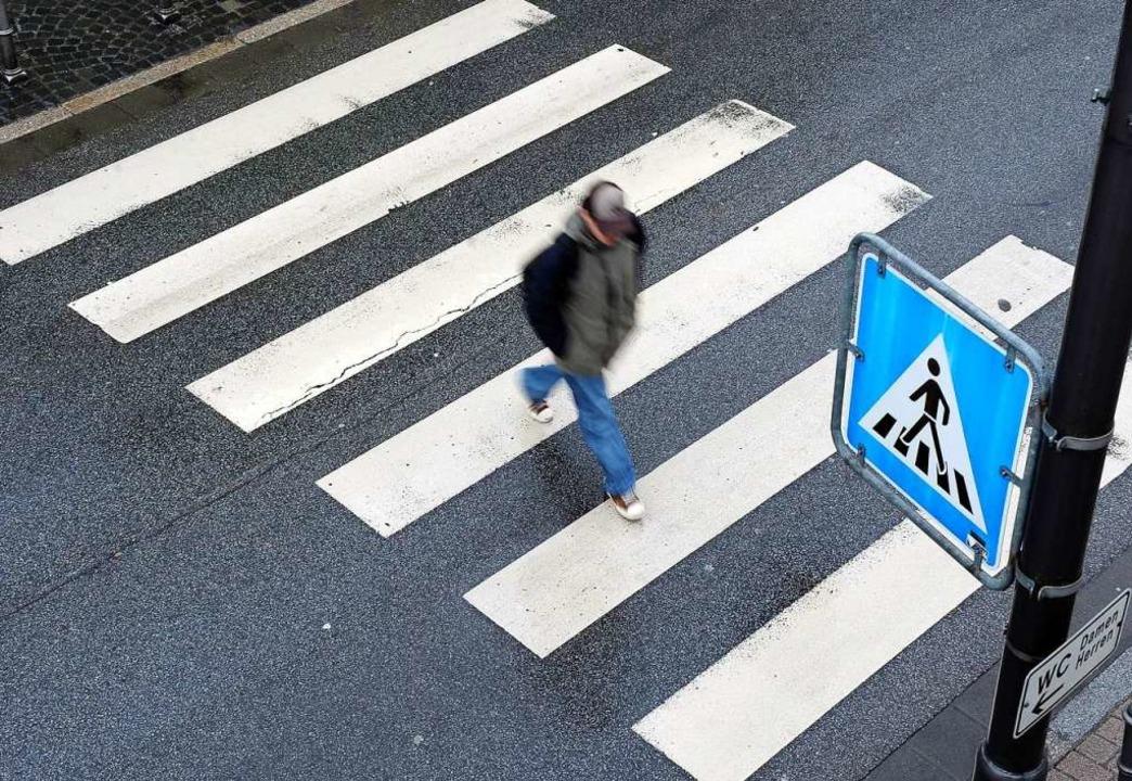 Der Unfall ereignete sich auf einem Zebrastreifen (Symbolbild)  | Foto: Ronald Wittek (dpa)