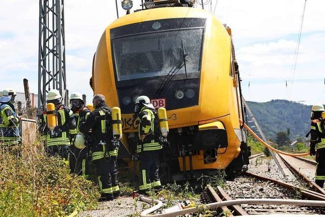 Brennender Arbeitszug rollt auf Offenburg zu - Lokführer war abgesprungen