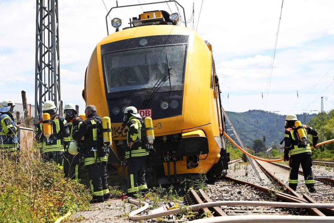 Der Arbeitszug der Bahn nach der Entgleisung  | Foto: Christoph Breithaupt
