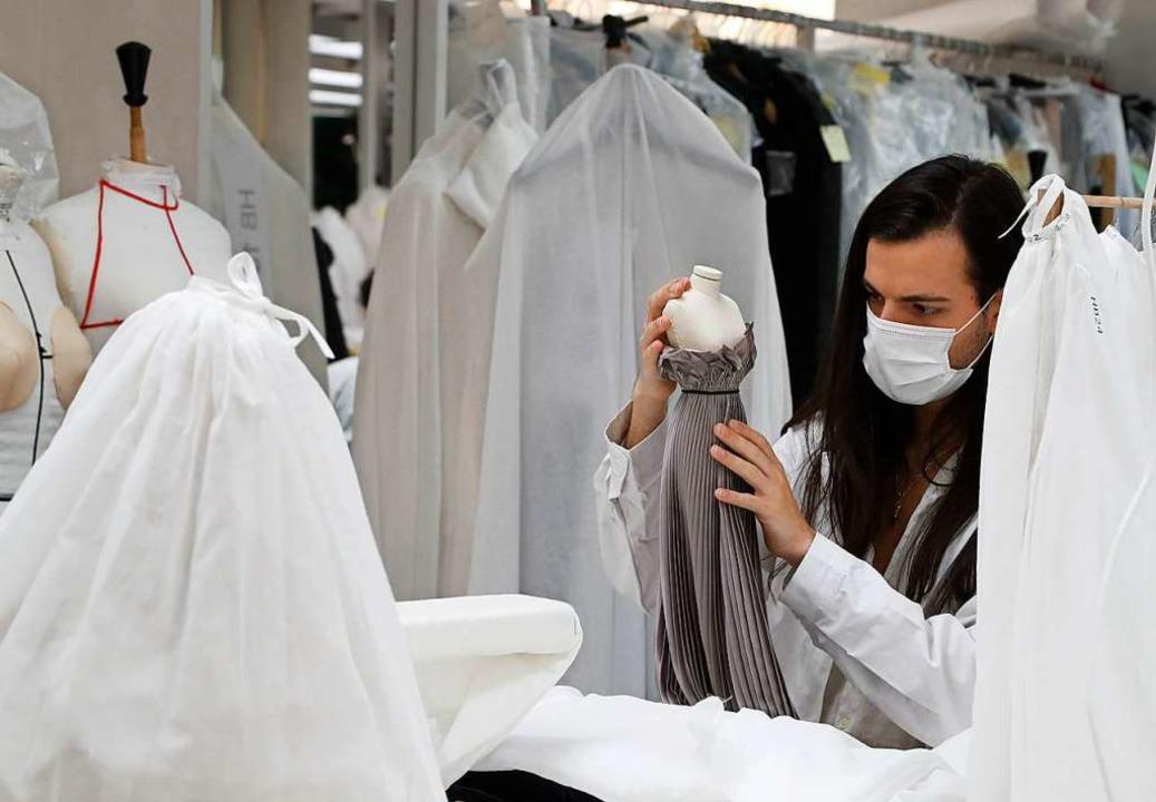 Die kleinen Modepuppen spielen im Dior-Clip eine große Rolle.  | Foto: FRANCOIS GUILLOT (AFP)