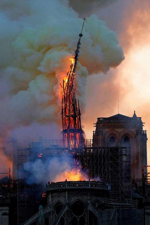 Die brennende  Kathedrale Notre-Dame.  | Foto: GEOFFROY VAN DER HASSELT (AFP)