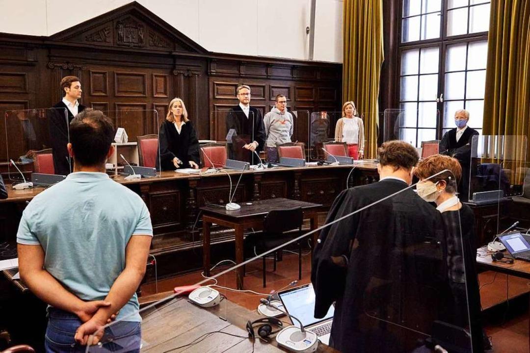 Anne Maier-Göring (3.v.l.), Vorsitzend...gten wurden zu Haftstrafen verurteilt.    Foto: Georg Wendt (dpa)