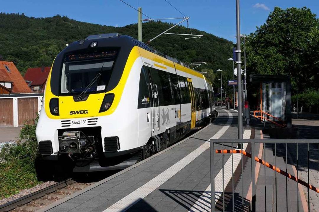 Viele Züge der Münstertalbahn (S3)  enden jetzt am Bahnhof Staufen Süd  | Foto: Hans-Peter Müller