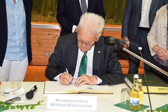 Ministerpräsident Winfried Kretschmann besucht Häusern