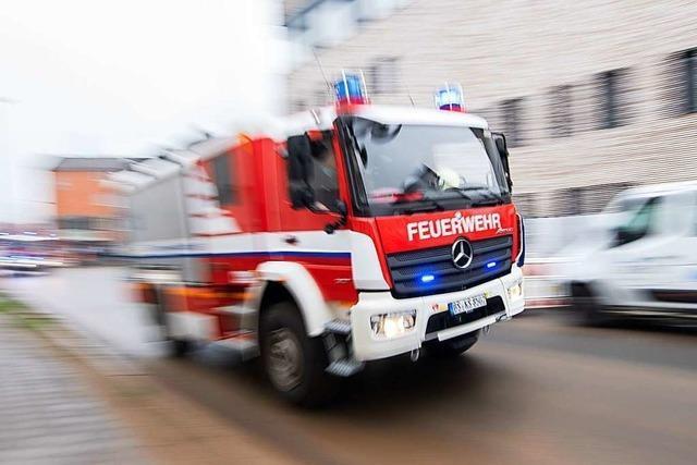 Lastwagenfahrer lädt brennenden Sperrmüll in Ballrechten-Dottingen ab
