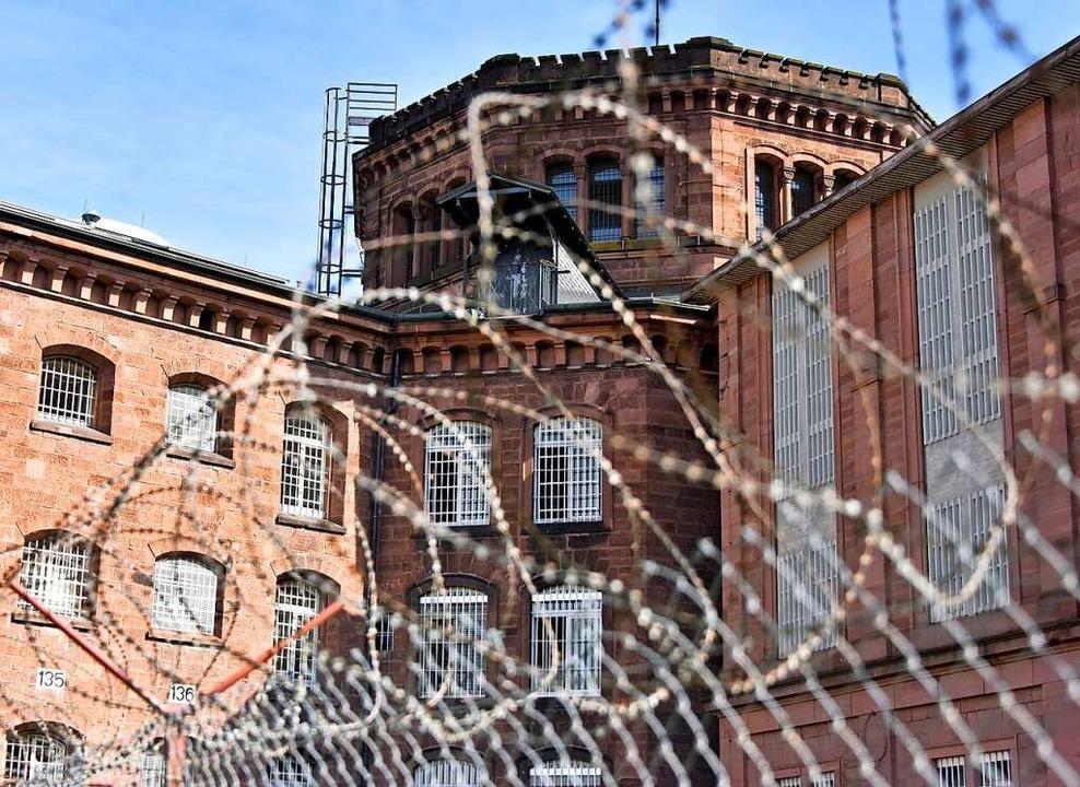 Im Freiburger Gefängnis gibt es einen Corona-Fall.  | Foto: Michael Bamberger