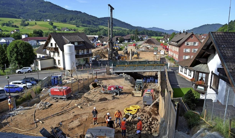 Blick von der Durchschlagswand auf die...e jetzt die Behelfsbrücke installiert.    Foto: Nikolaus Bayer