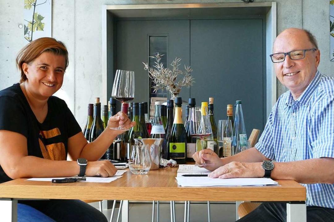 Die Sommelière Eva Köpfer und BZ-Redak... der Auswahl der Weine für die Weinbox  | Foto: Bennjamin Funk