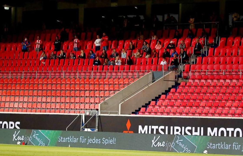 Zaungäste beim Geisterspiel: Jetzt muss der 1. FC Heidenheim zahlen.  | Foto: Tom Weller (dpa)