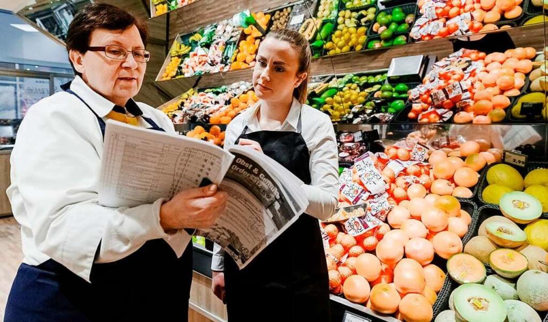 In ihrer Ausbildung zur Groß- und Auße...ie Arbeit im Lebensmittelmarkt kennen.  | Foto: Markus Scholz