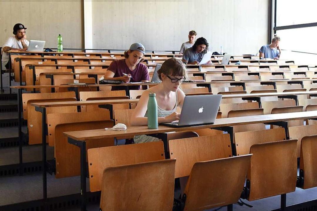 Da viele Studierende mit schlechten In...llt, wo sie digital studieren können.     Foto: Rita Eggstein