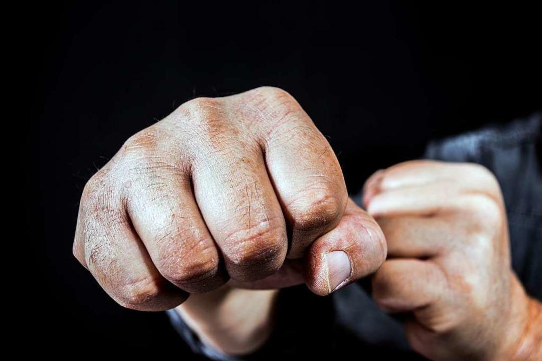 Nicht immer blieb es bei Einschüchteru...liche Gewalt zum Einsatz. (Symbolfoto)  | Foto: Rainer Fuhrmann - stock.adobe.com