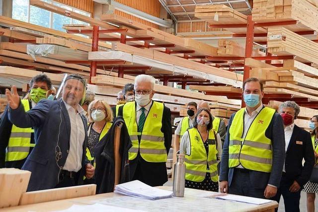 Ministerpräsident Kretschmann zu Gast bei Holzbau Kaiser in Bernau