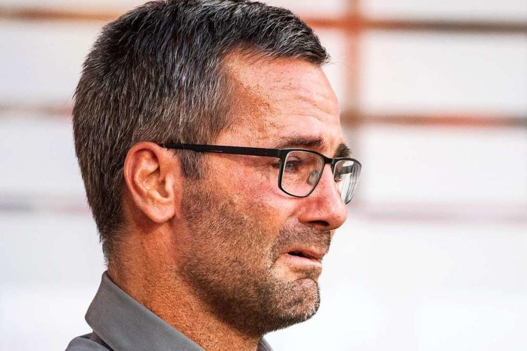 Trainer Michael Wiesinger von Nürnberg reagiert nach dem Spiel gerührt.  | Foto: Matthias Balk (dpa)