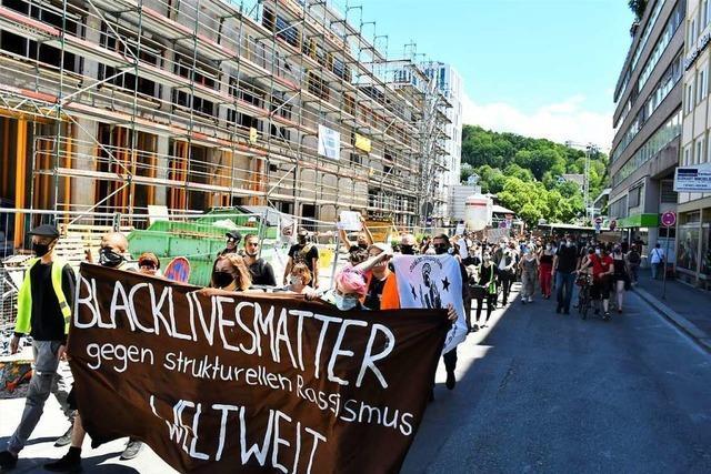 Circa 200 Menschen demonstrieren in Lörrach gegen Rassismus