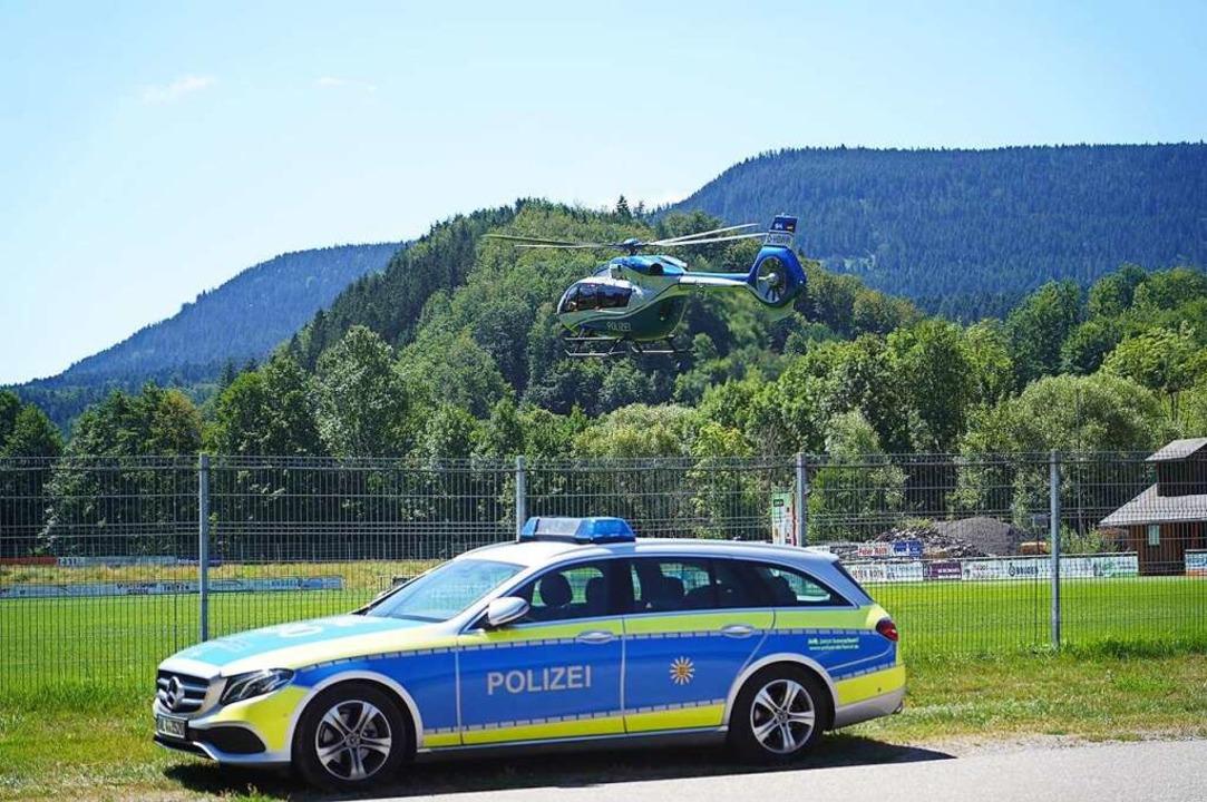 In Oppenau läuft ein großer Polizeieinsatz.  | Foto: Benedikt Spether