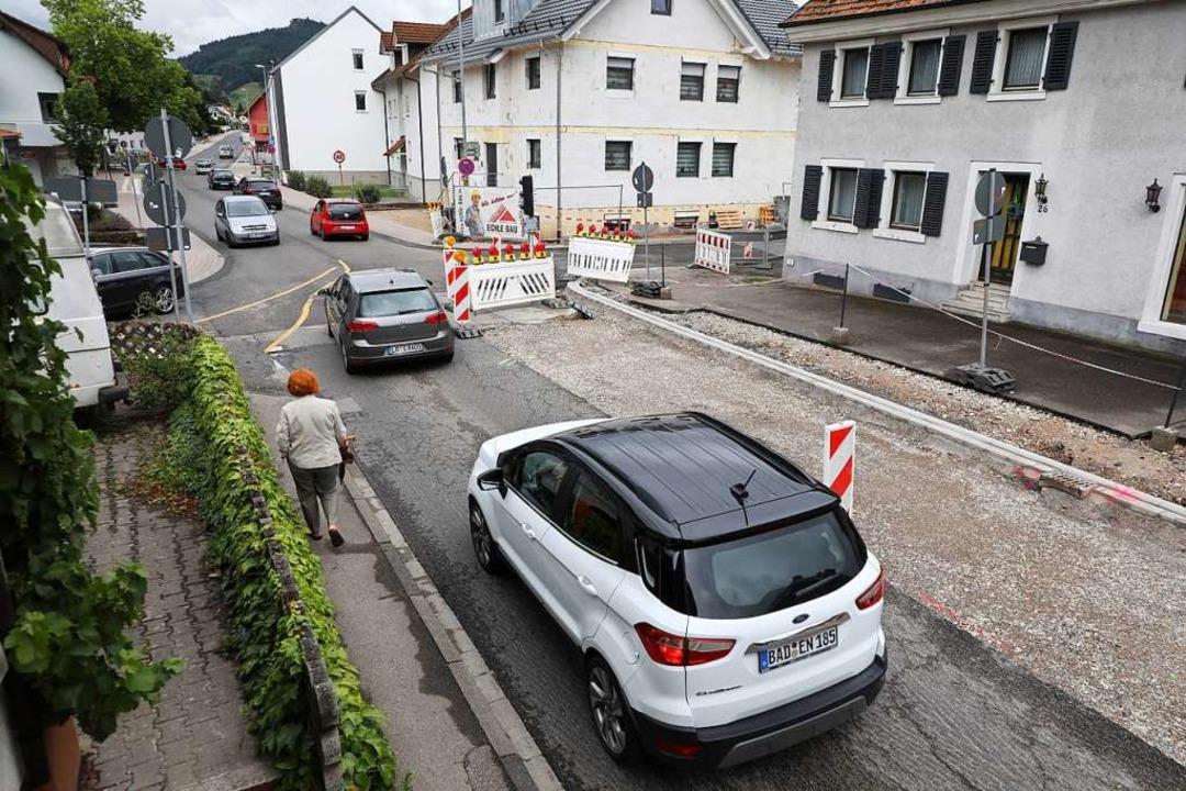 Im Zuge der Sanierung der Ortsdurchfah...ushaltestellen barrierefrei gestaltet.  | Foto: Christoph Breithaupt