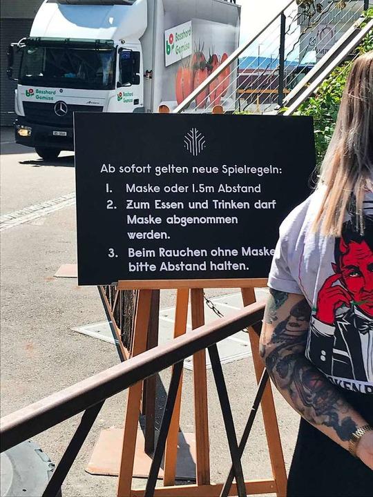 Distanzregeln und Maskenpflicht gehören zum neuen Verhaltenskodex im Club.  | Foto: Bernhard Amelung