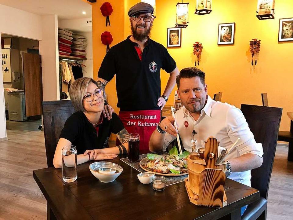 Kim und Fabian Weihrauchs  Restaurant ...e auch Profikoch Mike Süsser (rechts).  | Foto: Kabel Eins