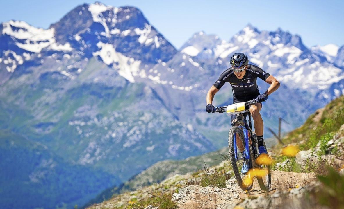 Anstrengender Ritt vor Alpenkulisse: der Langenordnacher Simon Stiebjahn    Foto: Lynn Sigel