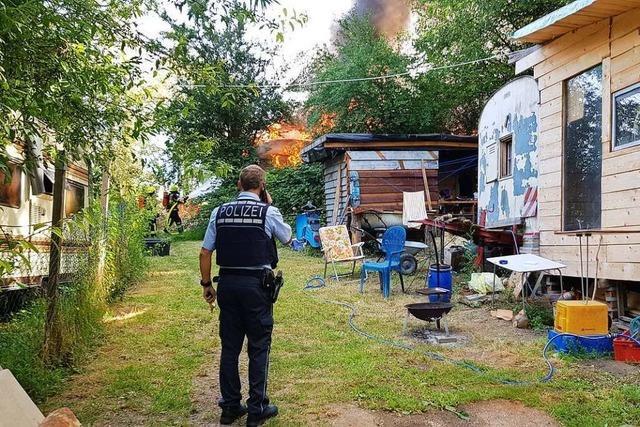 Brand in der Wagenburg am Stockert – Wohnwagen in Flammen