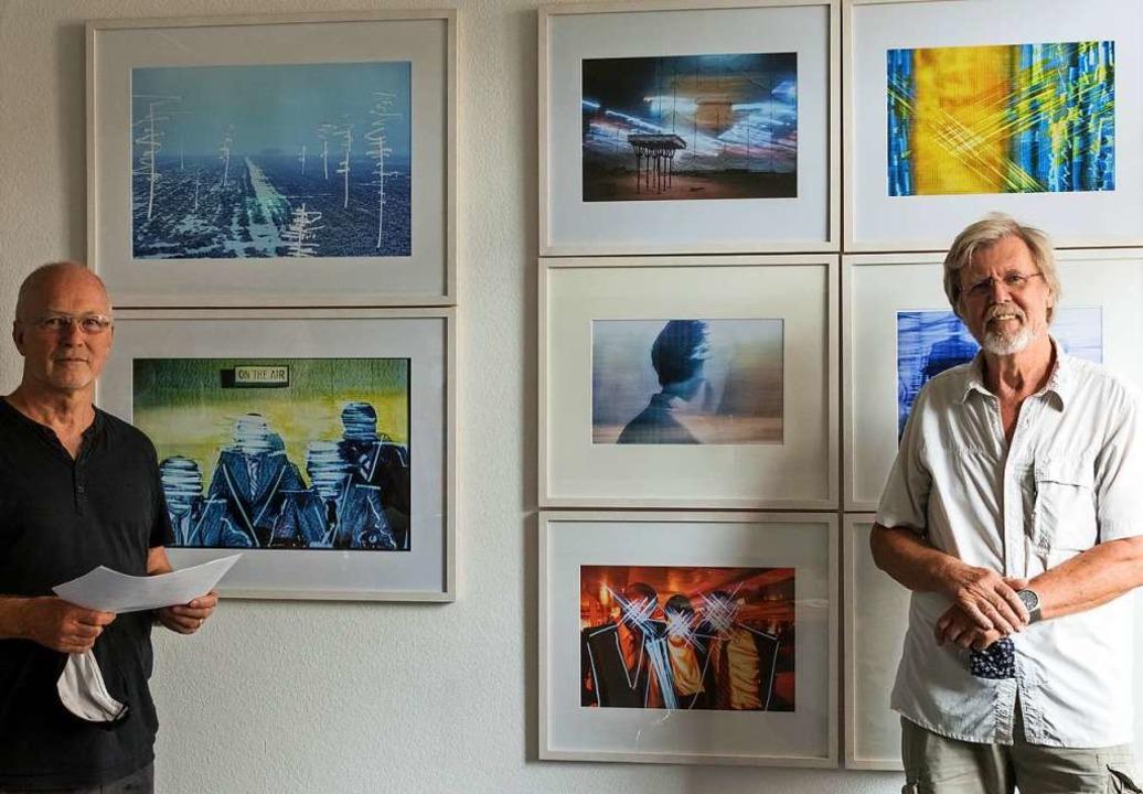 Roland Krieg (links) und Ehrhard Sachs...tforums bei der Mitgliederausstellung.    Foto: Helmut Rothermel