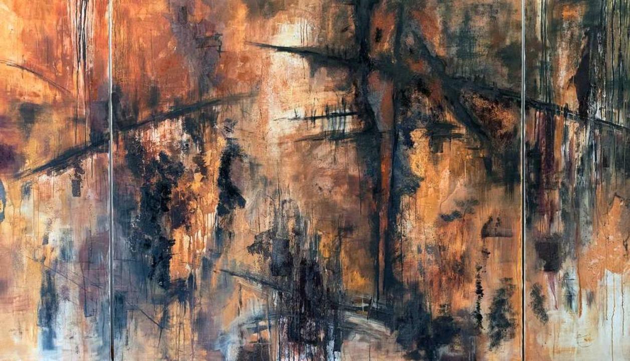 Großflächiges Rostfarbenes Triptychon ...htechnik auf Leinwand von Nora Jacobi.    Foto: Helmut Rothermel