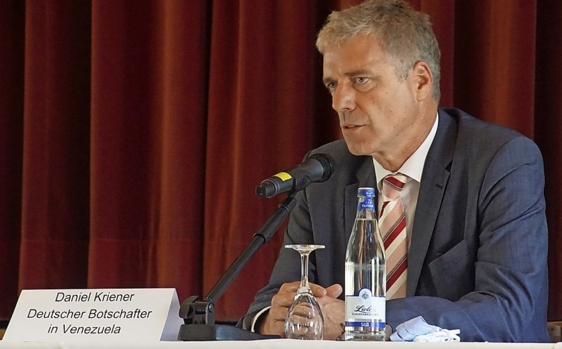Daniel Kriener, deutscher Botschafter ...ch am Sonntag im Endinger Bürgerhaus.   | Foto: Ilona Huege