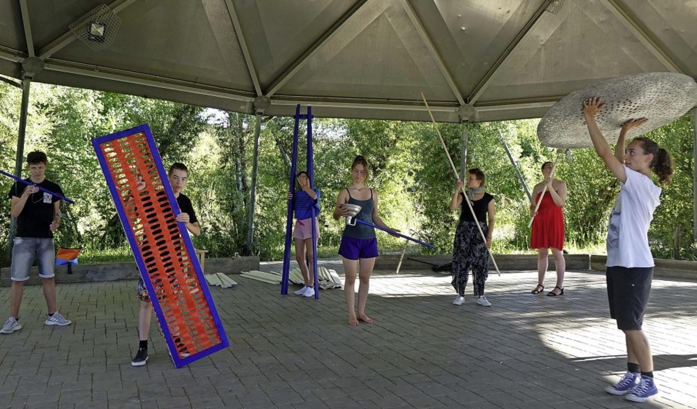Das Jugendtheater Rheinfelden von Temp... im ganzen Tutti-Kiesi-Park abspielt.   | Foto: Roswitha Frey