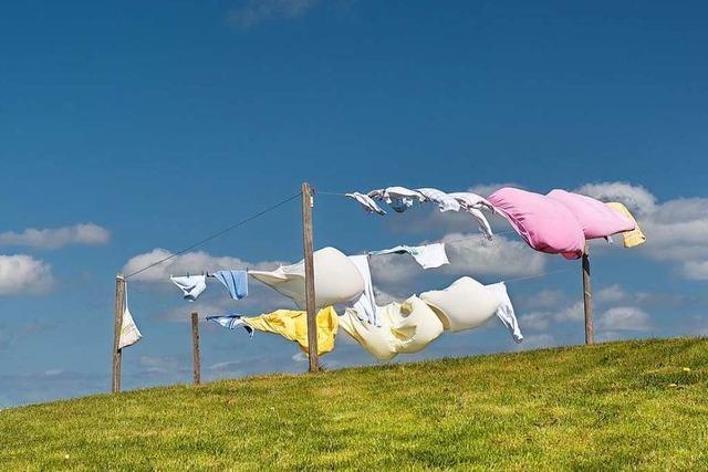 Warum wird luftgetrocknete Wäsche oft so steif?