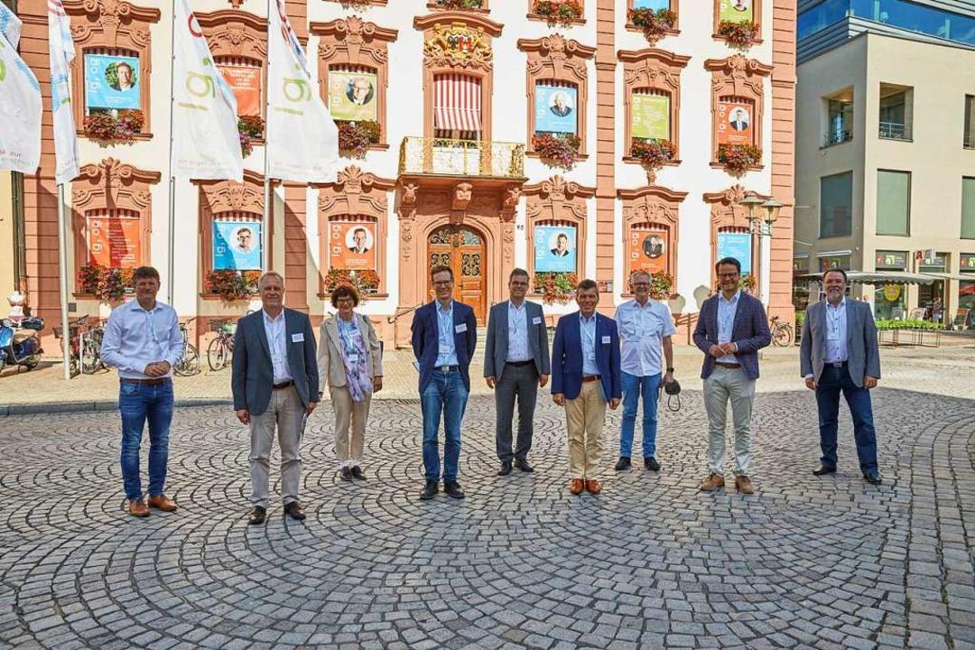 Die Bewertungskommission mit der Stadt...ie Hubert Burda und Wolfgang Schäuble.  | Foto: Stadt Offenburg