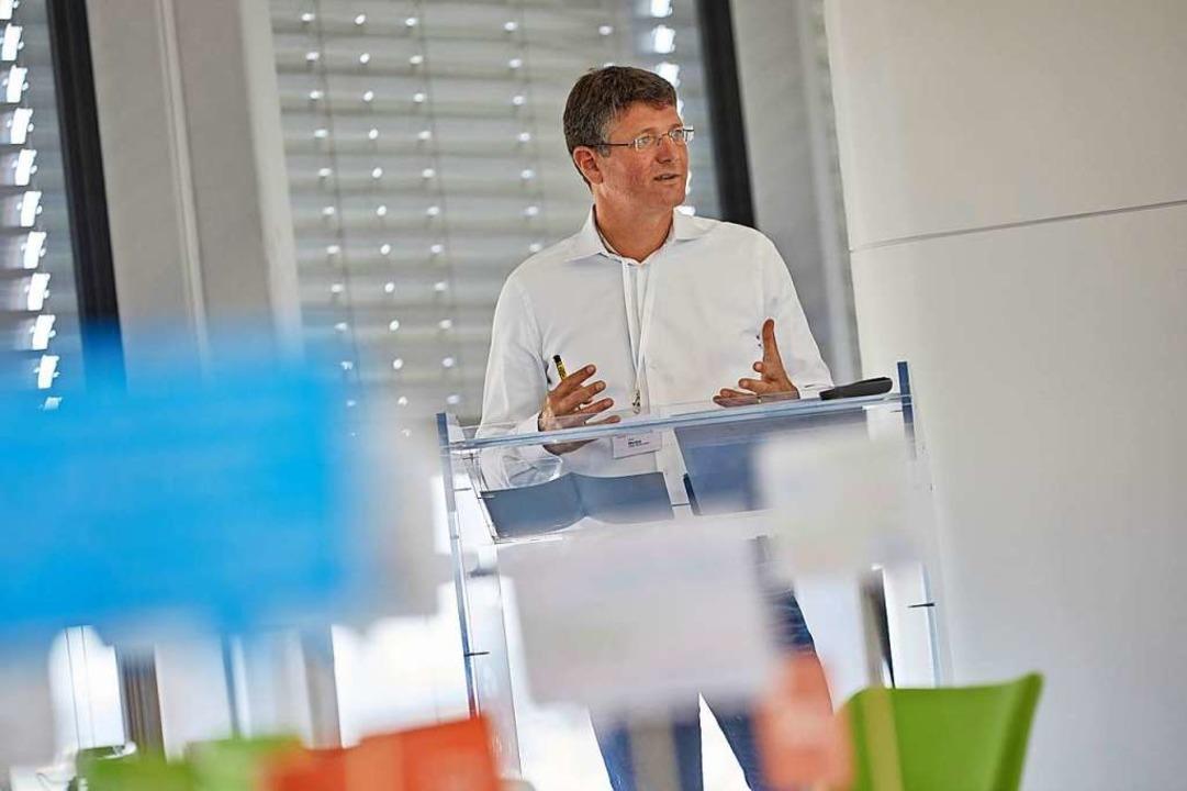 Baubürgermeister Oliver Martini erklär...s in seinem Dezernat entwickelt wurde.  | Foto: Stadt Offenburg