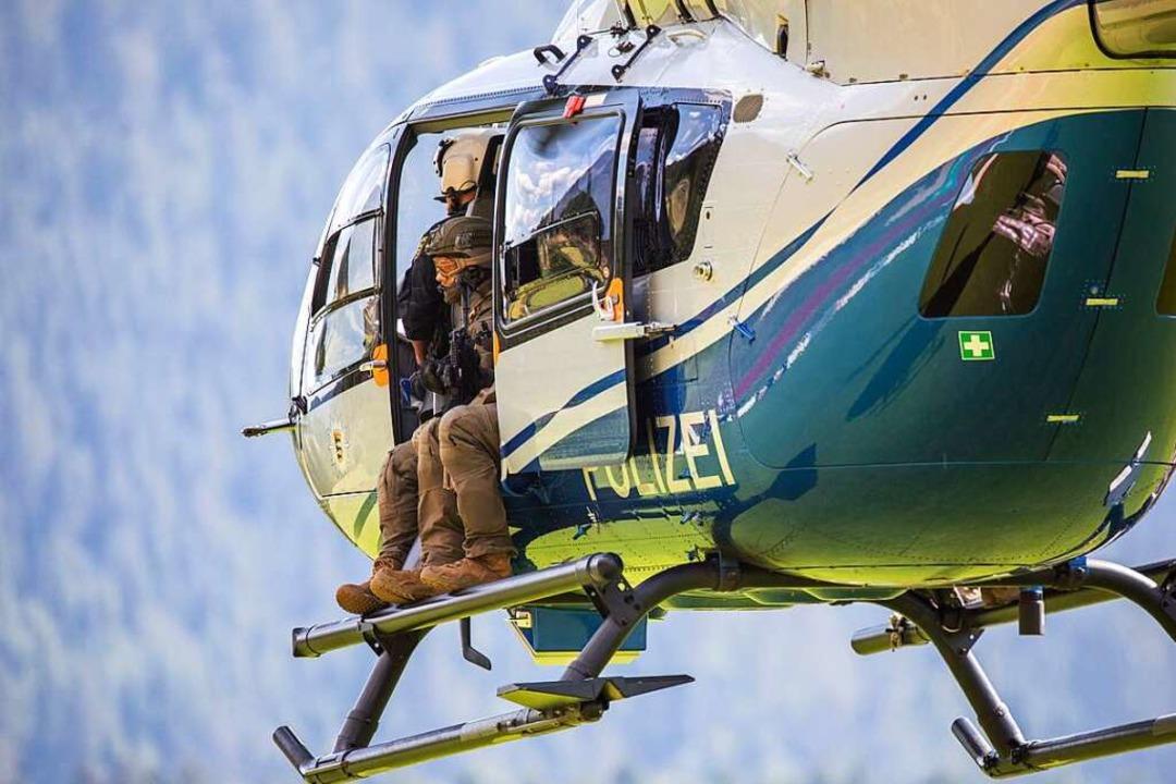 Bei der Suche nach Yves R. setzte die ...samt waren drei Helikopter im Einsatz.  | Foto: Philipp von Ditfurth (dpa)