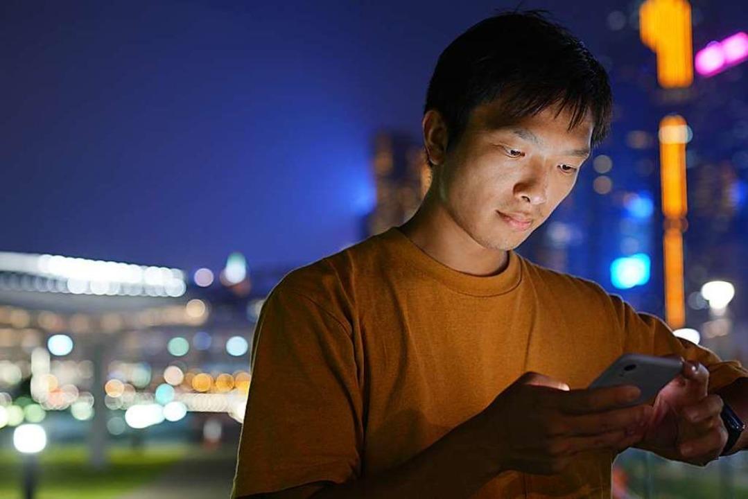 Rund die Hälfte aller User von Blued k...autet der Slogan der App (Symbolbild).  | Foto: leungchopan (Adobe Stock)