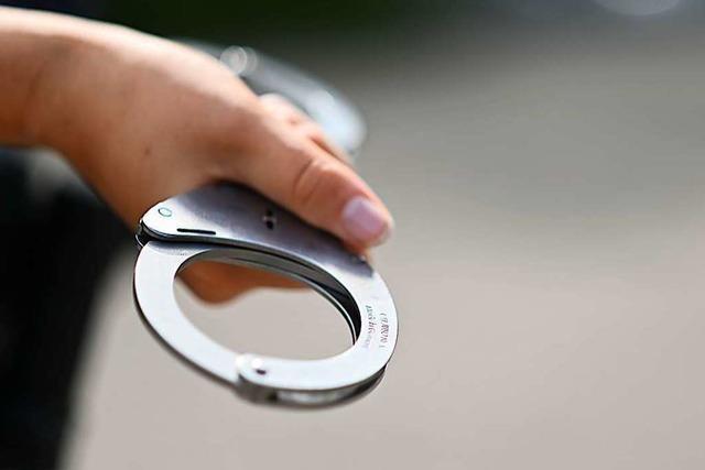 Polizei nimmt nach Auseinandersetzung im Grüttpark drei Verdächtige fest
