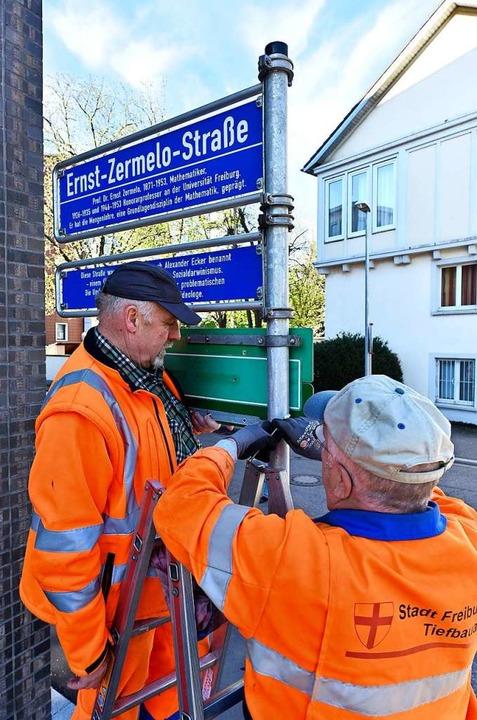 Mitarbeiter des Garten- und Tiefbauamt...aße im Stadtteil Neuburg (Archivbild).  | Foto: Thomas Kunz