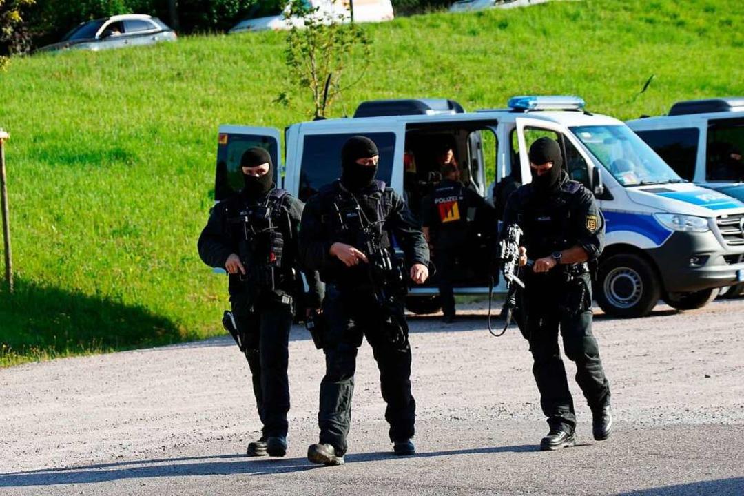 Mehr als 1500 Polizisten suchen seit Sonntag nach Yves R. aus Oppenau  | Foto: Sven Kohls (dpa)