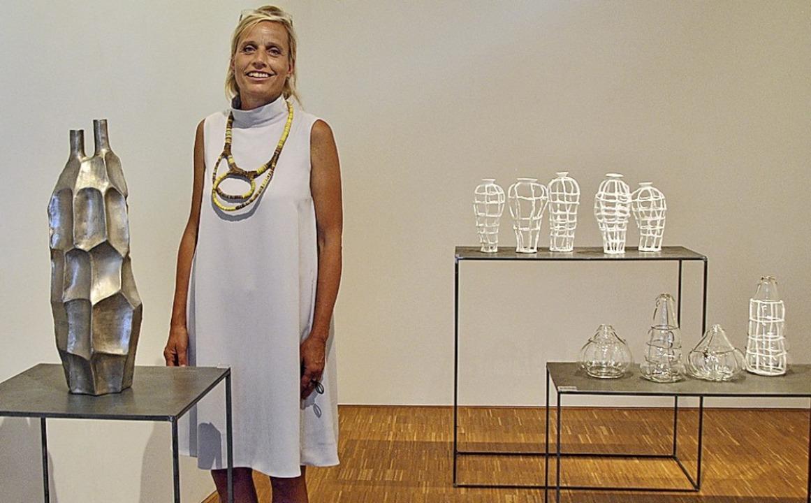 Glänzend-Üppiges und Gittervasen: Ute ...ren Werken im Staufener Keramikmuseum   | Foto: Friederike Zimmermann