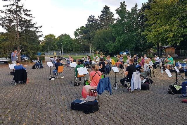 Ungemütliches Wetter: Die Stadtkapelle verschiebt ihr erstes von zwei Open-Air-Konzerten