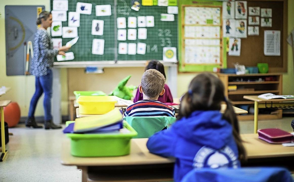 Unterricht in einer Grundschule.  | Foto: Marcel Kusch (dpa)