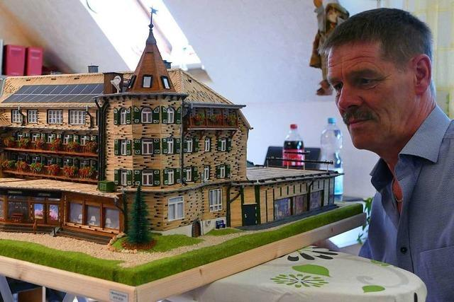 Lenzkircher baut Schwarzwaldhotel nach – aus 6000 Streichhölzern
