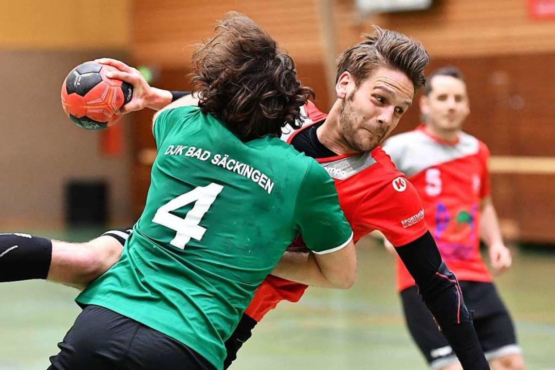 Jakob Tiedtke (rechts) muss mit Landes... für Clubs wie  die DJK Bad Säckingen.  | Foto: Achim Keller