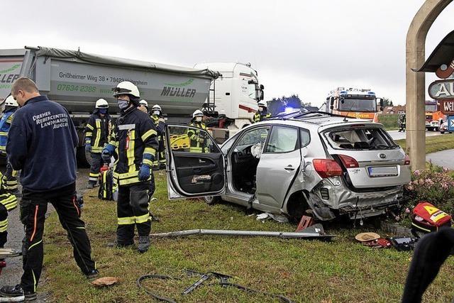 Schwerverletzter bei Unfall auf der B3 in Auggen